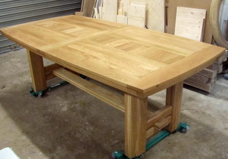 Tavoli in legno massiccio design casa creativa e mobili for Piani di progettazione di mobili in legno